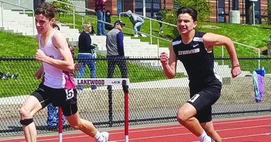 Dax Castagnetta, Men's 300m Hurdles - 36-in.