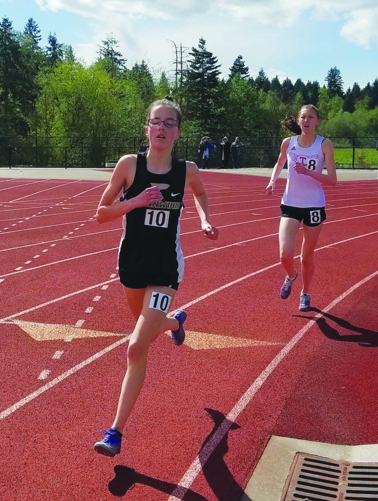 Jenna Miller (left), Women's 1600m.
