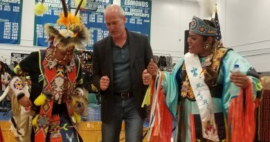 Congressman Rick Lasen pictured with two dancers.
